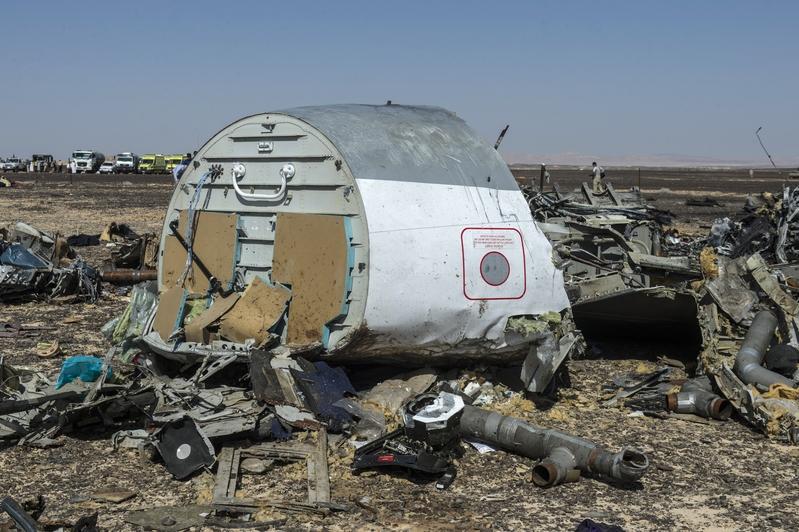 10月31日,俄航A321航班在埃及西奈上空墜毀,機上224人全部罹難。圖為失事的飛機殘骸(KHALED DESOUKI/AFP/Getty Images)