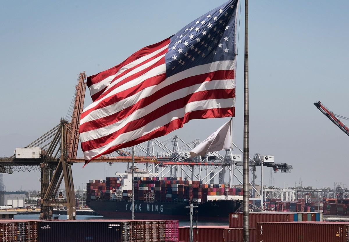 美國貿易代表辦公室(USTR)周二(9月1日)表示,包括智能手錶和某些醫用口罩在內的多種從中國進口商品的關稅豁免將延長四個月,至2020年底,而不是再延長一年。(MARK RALSTON/AFP via Getty Images)