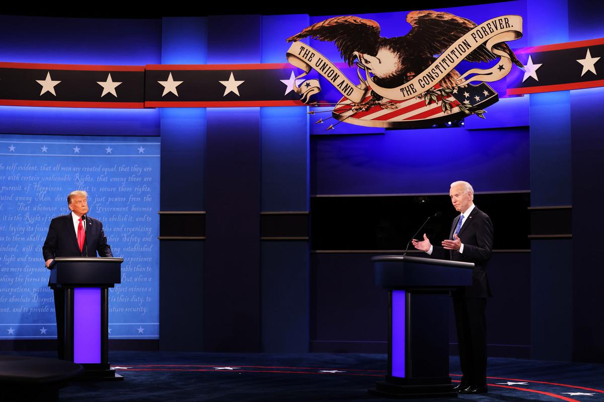特朗普與拜登於2020年10月22日在田納西州納什維爾的貝爾蒙特大學舉行最終總統辯論。 這是11月3日選舉之前兩位候選人之間的最後一場辯論。(Justin Sullivan/Getty Images)