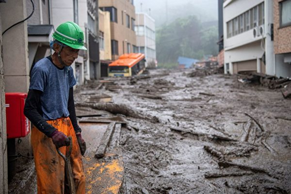 7月3日,日本熱海市發生泥石流後的場景。( CHARLY TRIBALLEAU/AFP via Getty Images)
