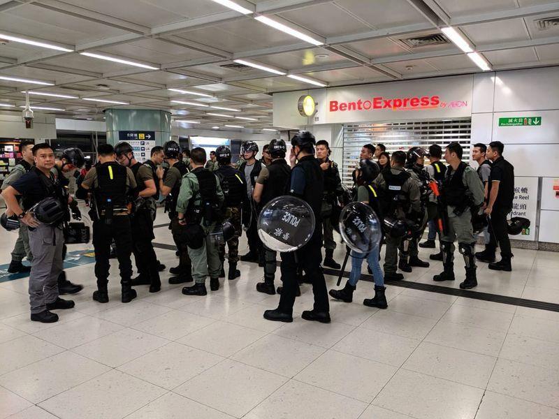 【9.22反送中直播】傍晚港鐵站關閉 警不斷抓人