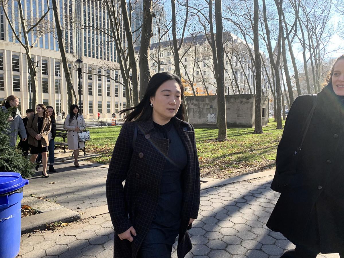 前中國國際航空公司經理林英(Ying Lin,音譯)充當中共代理人繞開美國的審查,幫中共軍方人士將包裹走私至中國,21日在紐約東區聯邦地區法庭被判緩刑5年。(林丹/大紀元 )