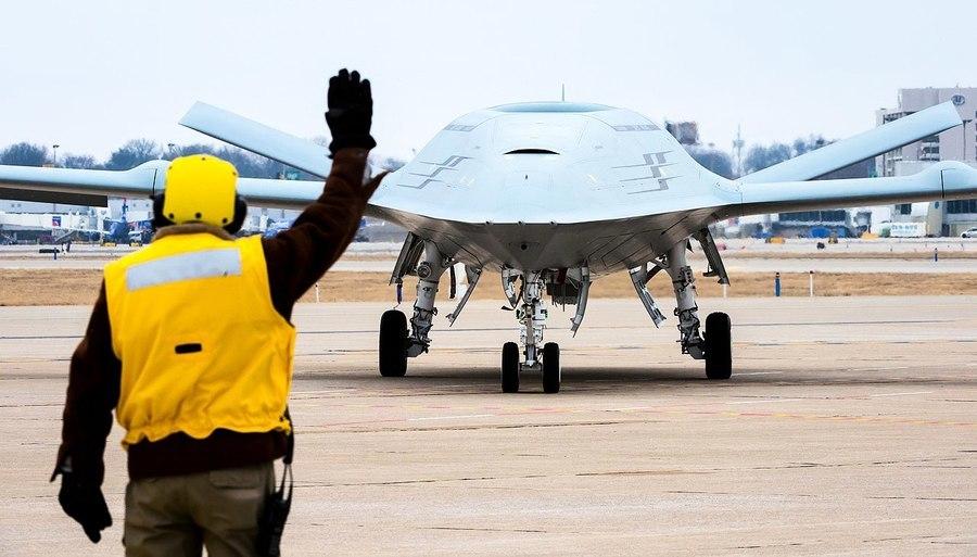 美軍首款艦載無人空中加油機首飛
