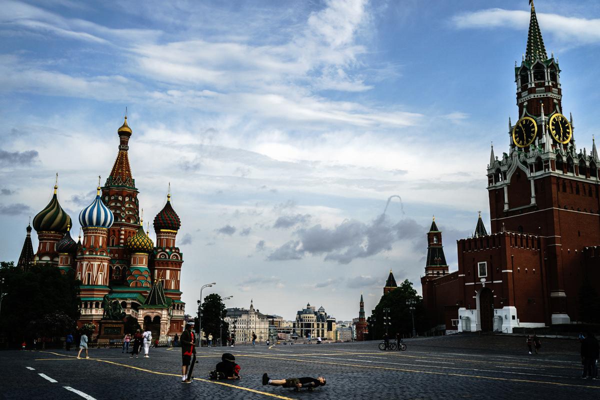 2020年6月14日,中共派遣一百多名士兵抵達莫斯科,準備參加俄羅斯紀念二戰勝利75周年的紅場閱兵活動。但俄羅斯對中共軍隊的到來反應非常低調。圖為5月30日的紅場。(Dimitar DILKOFF/AFP)
