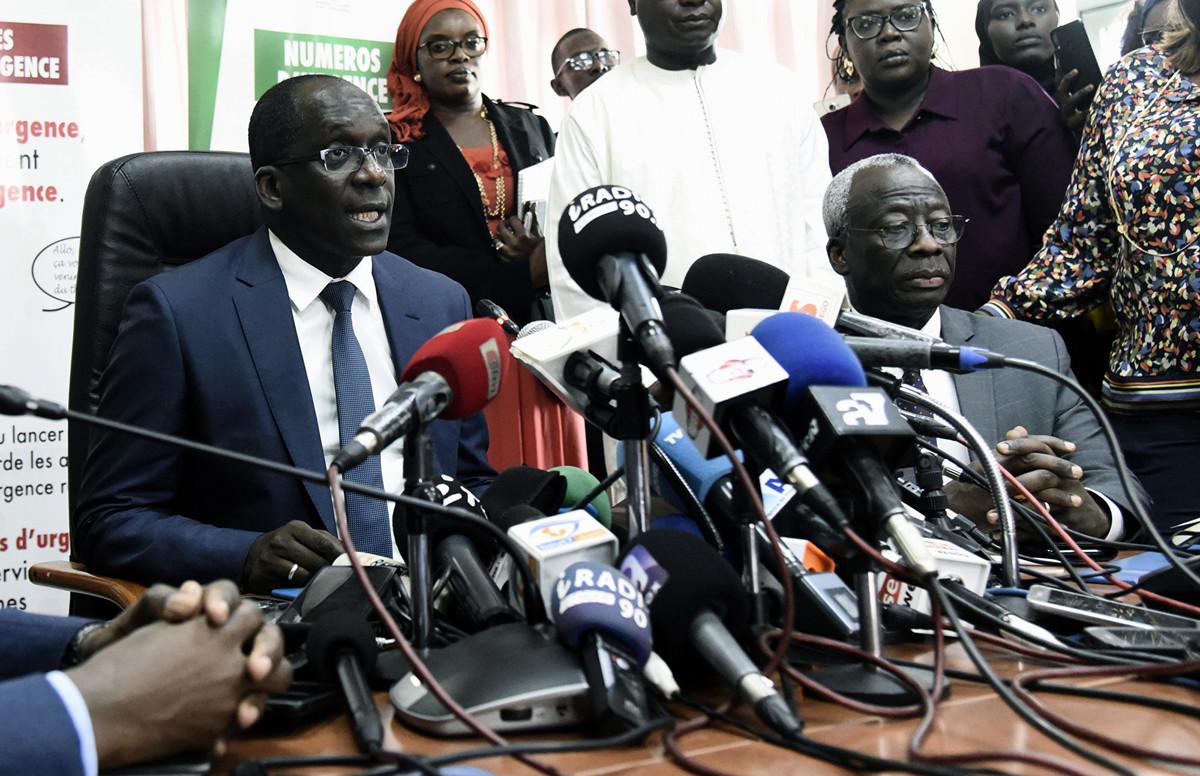 塞內加爾衛生部長薩爾2020年3月2日在衛生部的新聞發佈會上發表講話,該國的首例中共病毒病例已被確認。 患者是一名法國公民,上個月訪問法國,然後返回西非,並在首都達喀爾被隔離。(Seyllou/AFP)
