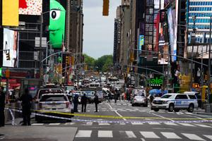 曼哈頓時代廣場爆槍擊案 三人傷 槍手在逃