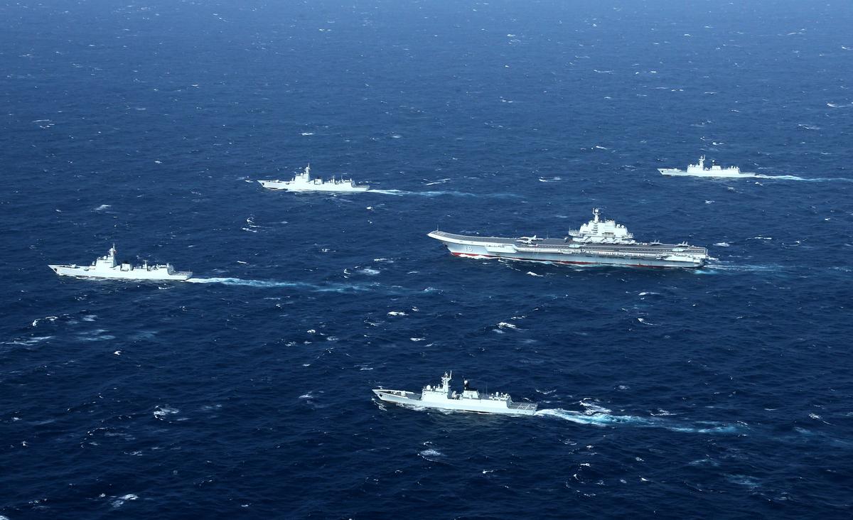 中共積極發展軍事力量,並向外擴張,引外界擔憂。圖為中共海軍。 (STR / AFP)