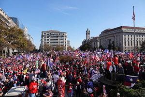 數十萬民眾華府遊行 支持特朗普 抵抗邪惡