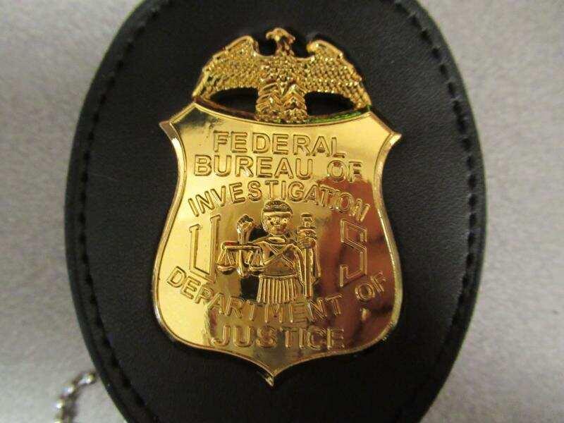 美海關查獲來自中國假冒DEA和FBI徽章