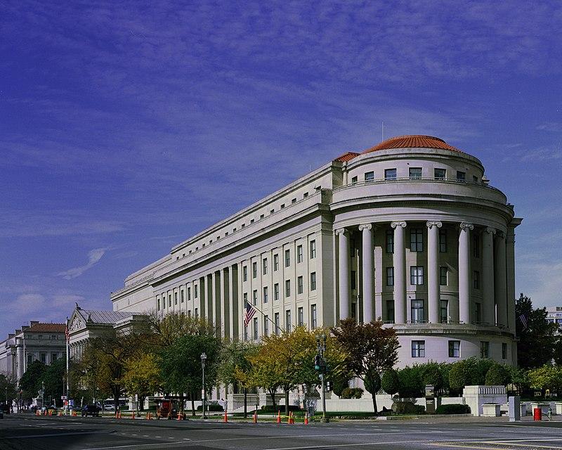 臉書(Facebook)與美國聯邦貿易委員會(FTC)達成和解協議。臉書承諾將加強用戶私隱保護,還需繳納50億美元罰款。圖為FTC位於華盛頓D.C.的總部大樓。(公有領域)