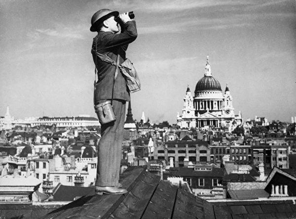 不列顛之戰中的英國空中觀察員。(公有領域)