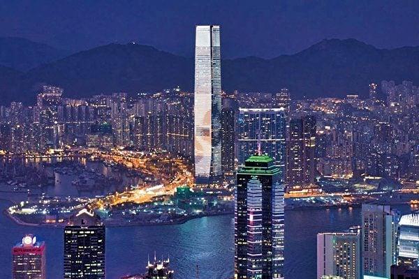 香港跨國銀行正在緊急過濾可能受到美國制裁的中港客戶。圖為香港夜景。(Pixabay)