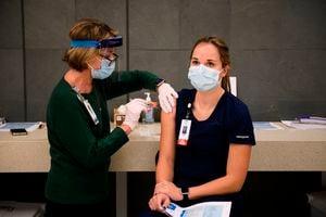 新冠疫苗第三劑必要嗎?專家:或增心肌炎風險