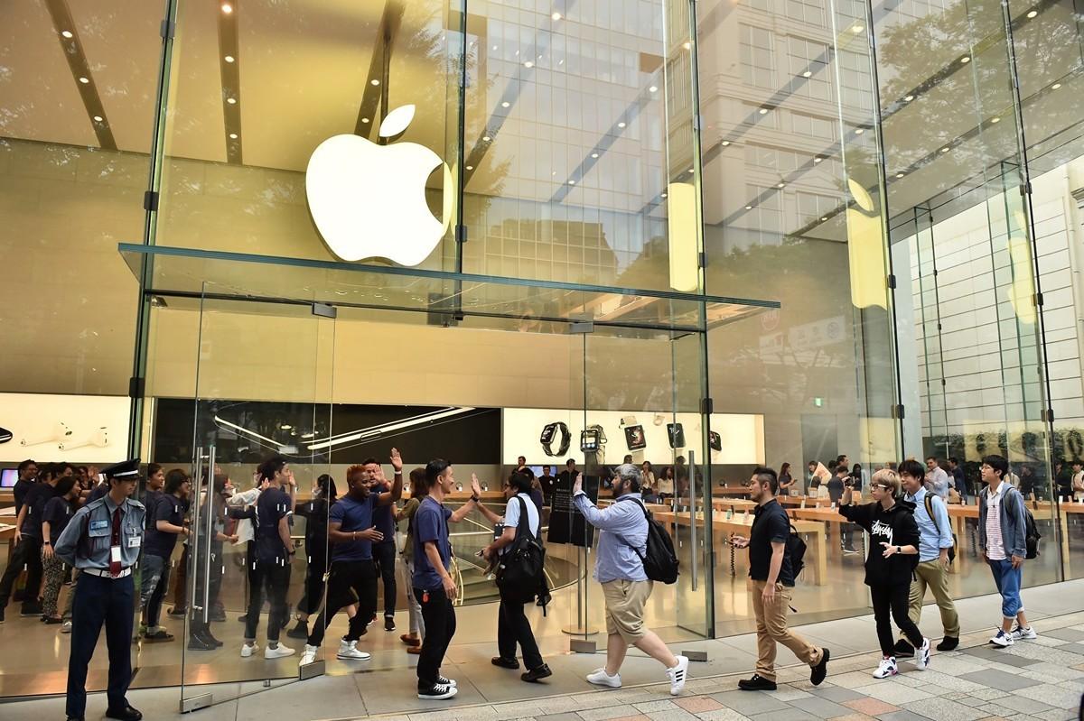 分析師發佈報告稱,明年蘋果將推出2支首款5G iPhone,使用高通公司的數據機。(KAZUHIRO NOGI/AFP/Getty Images)