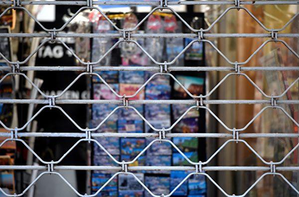 2021年1月4日,德國科隆(Cologne),疫情期間商店暫時關閉。(INA FASSBENDER/AFP via Getty Images)