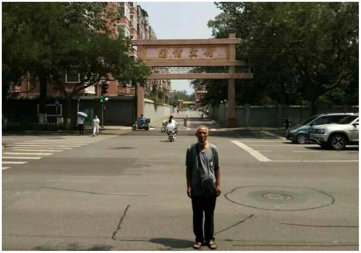 江蘇維權人士吳繼新8月初剛到北京,還來不及去信訪就遭到地方攔截遣返。(受訪者提供)