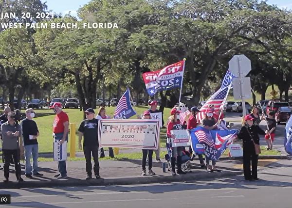 很多民眾在靠近佛州海湖莊園(Mar-a-Lago)附近街道兩旁站立,他們戴著「讓美國再次偉大」的帽子,舉著美國國旗,打著「我們愛特朗普」 、「特朗普是史上最好總統」、「神祝福您」等標語牌,夾道歡迎特朗普回到佛州。(新唐人)