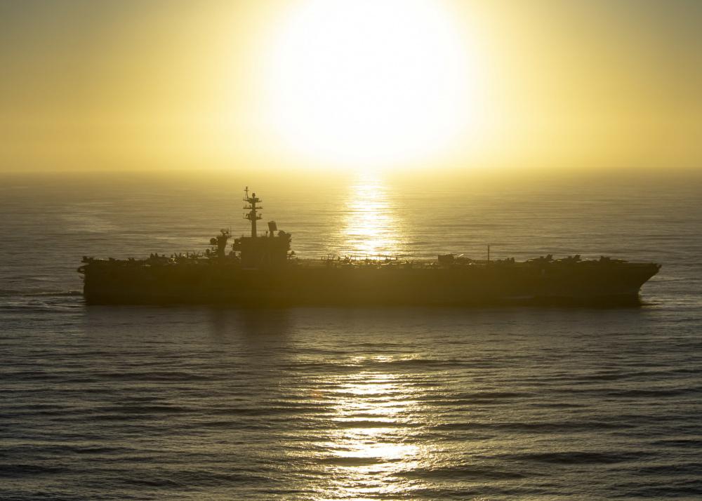 2020年12月23日,美軍宣佈羅斯福號航母(CVN 71)艦隊正式進入部署,圖為2020年12月18日,羅斯福號航母穿越太平洋。(美國印太司令部)