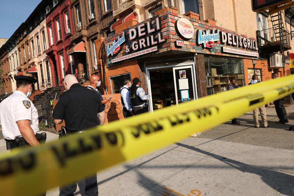 紐約市2021年5月15日當天11名市民中槍,治安狀況令人擔憂。(Spencer Platt/Getty Images)