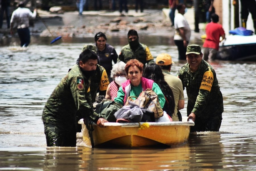 墨西哥中部暴雨釀洪災 水淹醫院死17人(多圖)