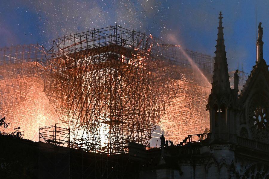 巴黎聖母院大火 特朗普及各國領袖關切和慰問
