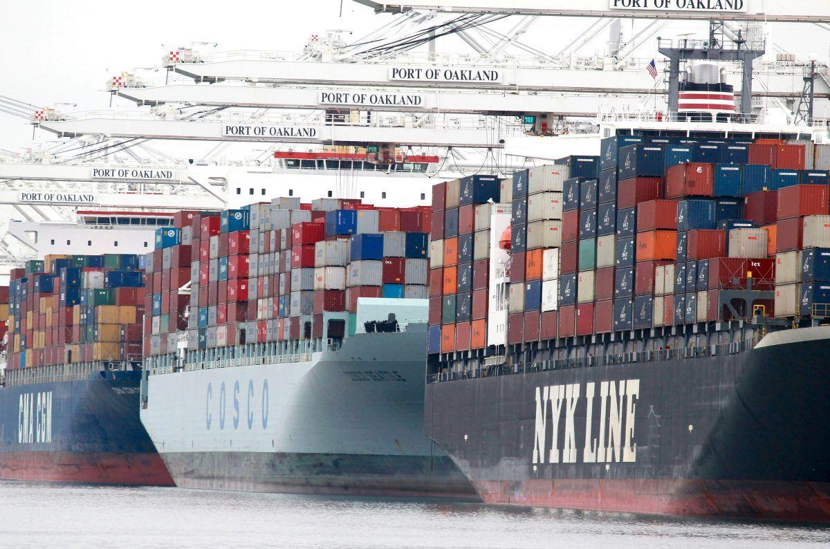為應對中美貿易戰,近日中共再次宣佈對出口產品加大退稅。專家表示,此舉是為了「穩出口」,避免中國經濟猝死。(Getty Images)