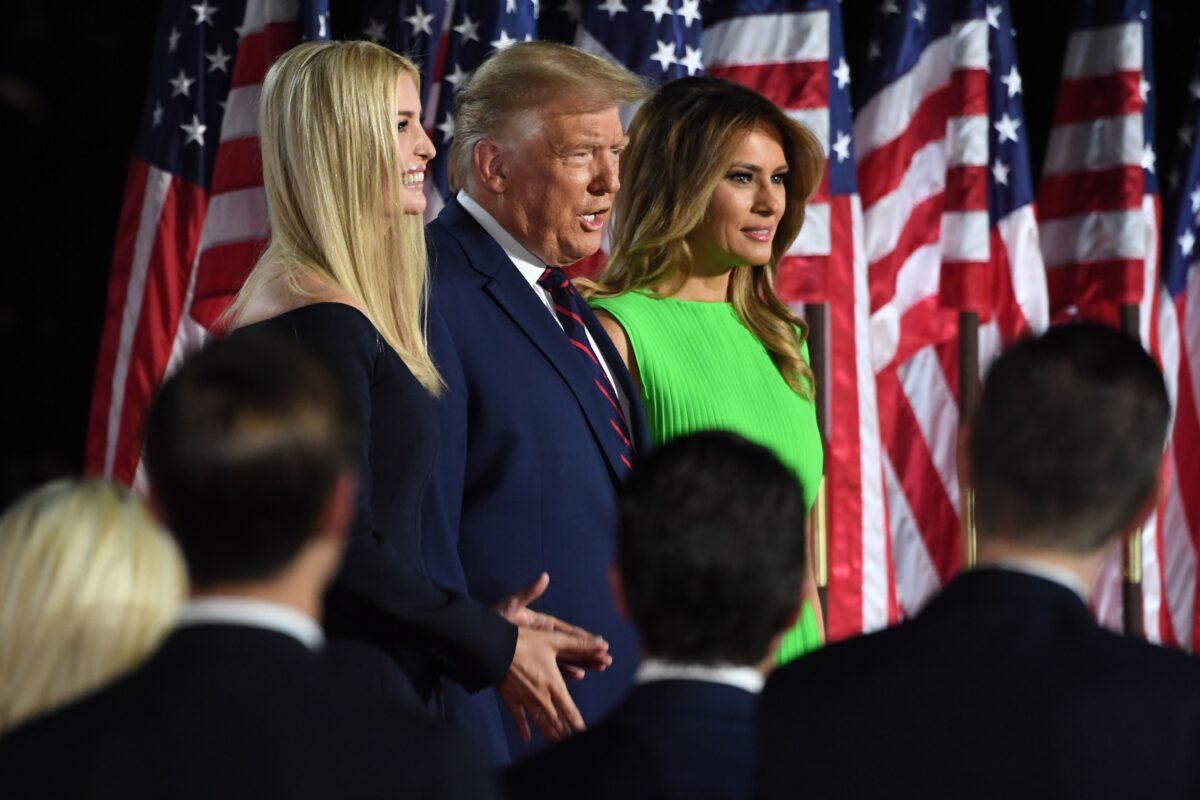 2020年8月27日特朗普在白宮準備發表接受提名演講。(SAUL LOEB/AFP via Getty Images)