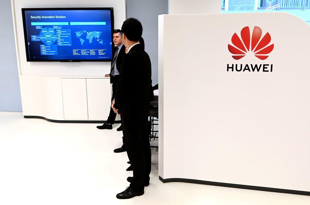 中國華為(Huawei)技術有限公司周二(3月5日)在歐盟總部設立網絡安全中心,試圖恢復信譽,然而,歐盟官員對此無動於衷,強調華為在歐洲營運必須遵守歐盟規定。(EMMANUEL DUNAND/AFP/Getty Images)
