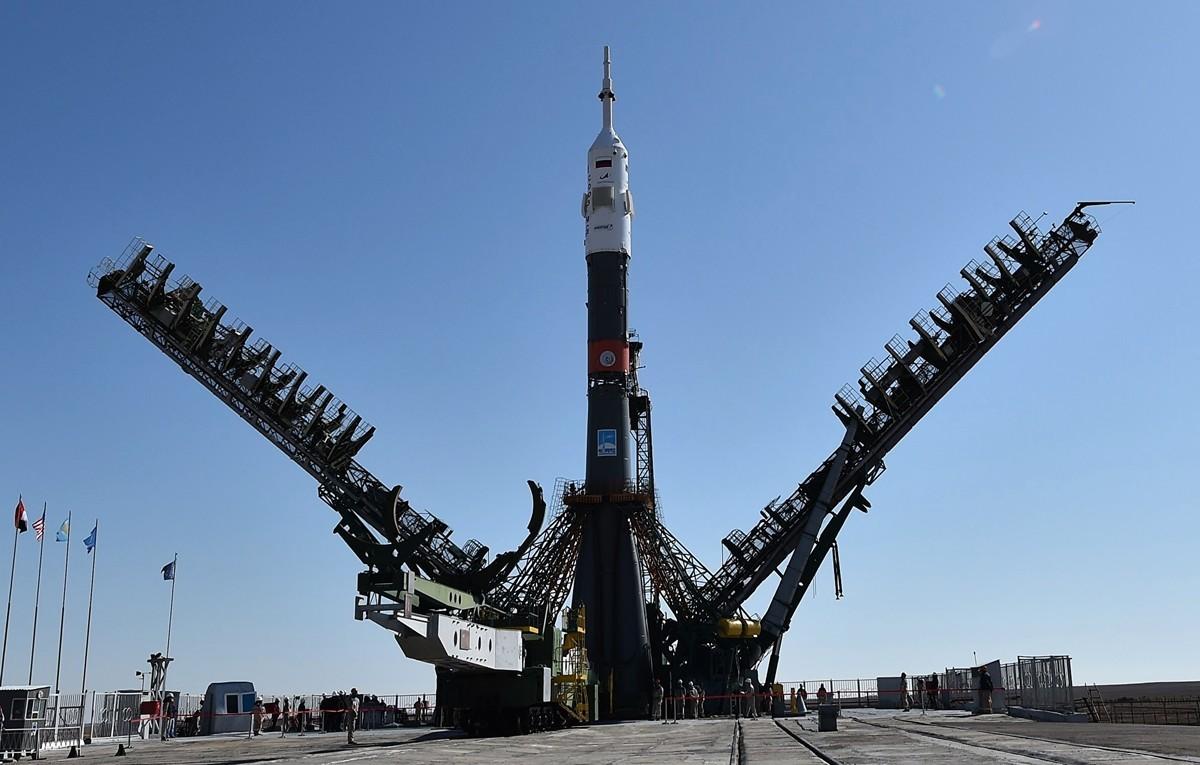 美俄為何空間合作封殺中共?這是一個有些令人不解的事。圖為俄國的聯盟號(Soyuz)運載火箭2019年9月23日在哈薩克斯坦把美國的太空人Jessica Meir和俄國、阿聯酋的太空人送入國際空間站(ISS)。(VYACHESLAV OSELEDKO/AFP via Getty Images)
