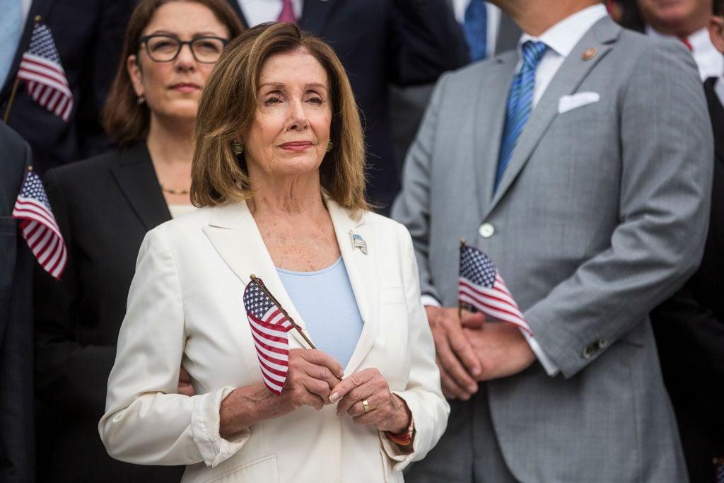 圖為美國聯邦眾議院議長南希·佩洛西(Nancy Pelosi)2019年9月11日在國會前參加9·11恐襲哀悼活動。(Zach Gibson/Getty Images)