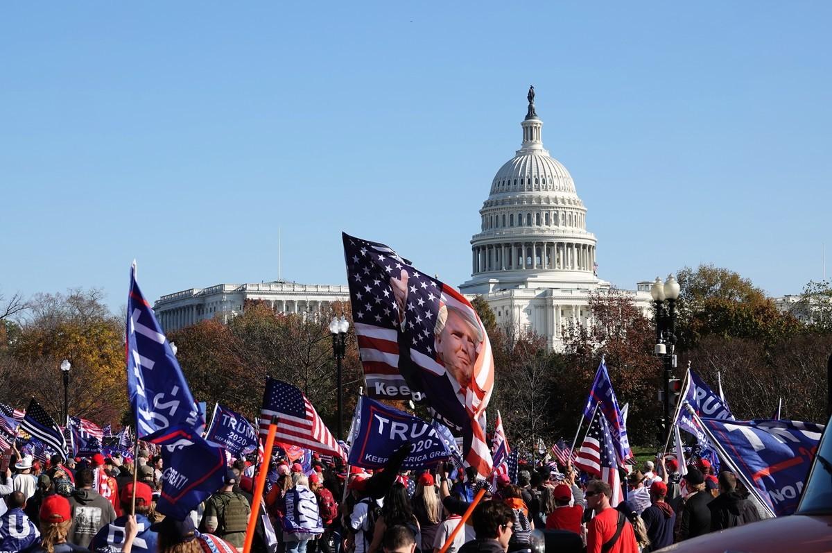 2020年11月14日,在美國首都華盛頓,約50萬民眾參加了「停止竊選」,「百萬人遊行撐特朗普」活動。(亦平/大紀元)