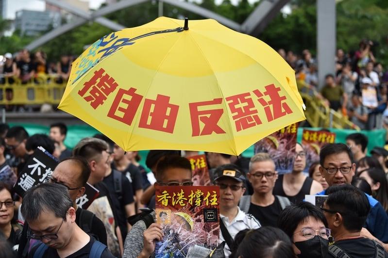 歐洲議會周四(7月18日)通過香港決議案要求林鄭月娥撤回《逃犯條例》修訂。圖為香港九龍舉行的反送中大遊行。(HECTOR RETAMAL/AFP/Getty Images)