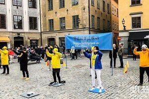 瑞典諾貝爾博物館前 民眾踴躍簽名反中共迫害