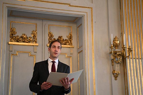 2021年10月7日,瑞典斯德哥爾摩,瑞典學院常任秘書馬茨·馬爾姆(Mats Malm)出席新聞發布會,會上宣布2021年諾貝爾文學獎得主。(JONATHAN NACKSTRAND/AFP via Getty Images)