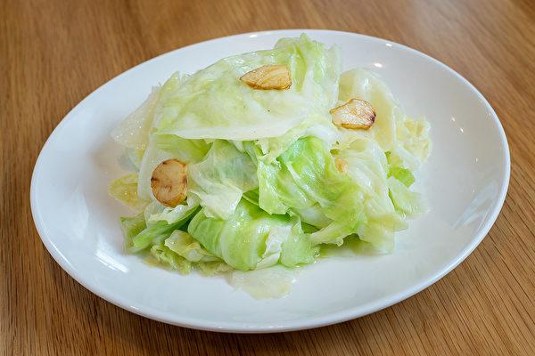 高麗菜等十字花科蔬菜,含纖食纖維、維生素和植化素,可預防某些類型的癌症。(Shutterstock)