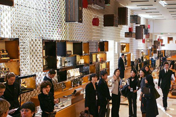 貸款消費讓中國年輕人「窮忙」 原因惹議