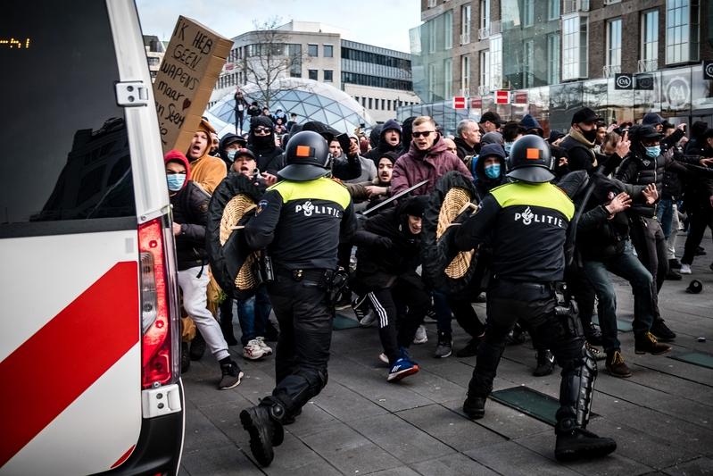 組圖:荷蘭民眾反對防疫措施 240人被捕