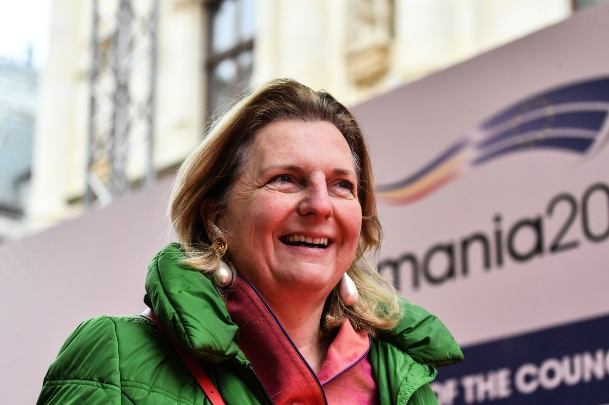 2019年1月31日,奧地利外交部長卡琳‧克奈斯爾(Karin Kneissl)抵達位於布加勒斯特的羅馬尼亞國家銀行總部,參加歐盟外長非正式會議。(DANIEL MIHAILESCU/AFP/Getty Images)