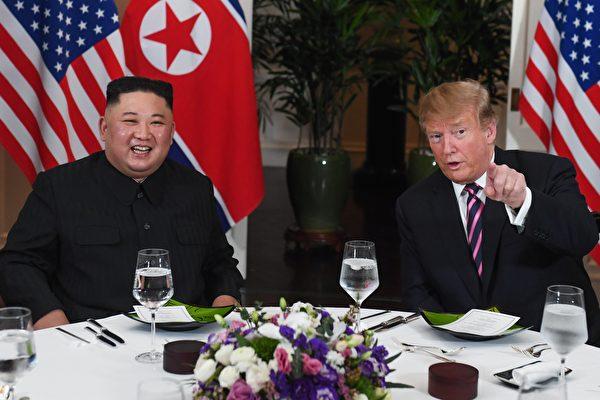 2月27日晚,首日特金會後,雙方共進晚餐。 (Saul LOEB / AFP)
