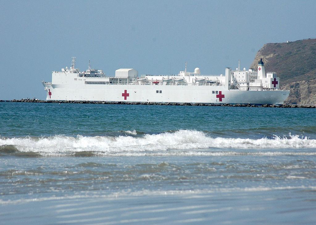美國海軍仁慈號醫院船是世界上最大的醫療船,母港是加州聖地牙哥。(公有領域)