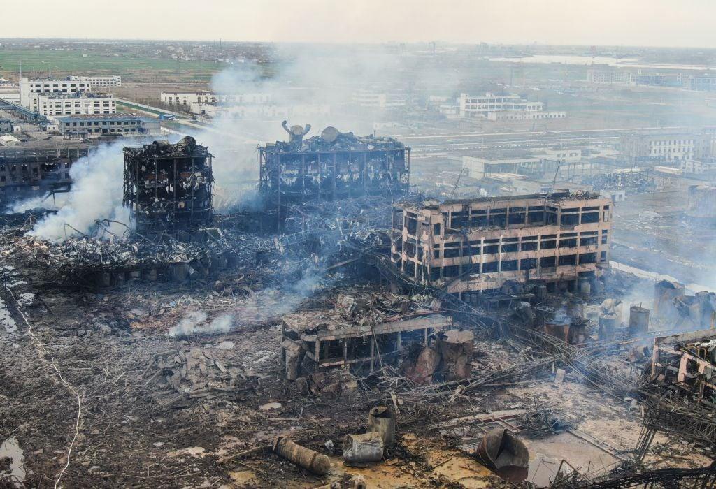 從陸媒公佈的江蘇鹽城化工廠爆炸現場航拍畫面看,如同幾年前天津大爆炸的災後現場,廢墟一片,滿目瘡夷。(STR/AFP/Getty Images)