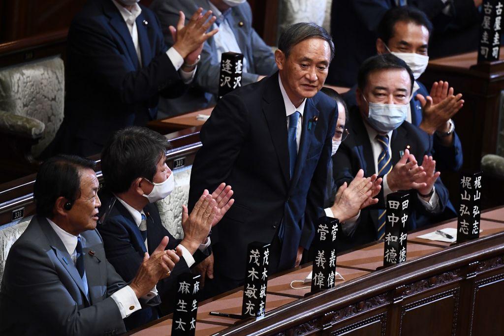 9月16日,日本自民黨總裁菅義偉當選日本首相。(CHARLY TRIBALLEAU/AFP) (Photo by CHARLY TRIBALLEAU/AFP via Getty Images)
