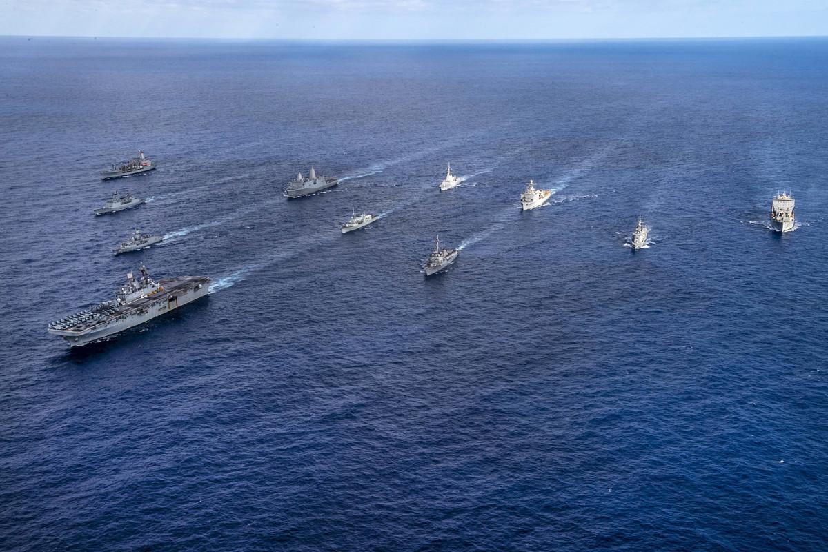 在塔利班迅速佔領阿富汗的同時,25,000名美國海軍陸戰隊員和其他海軍人員舉行演習,模擬奪取和控制西太平洋島嶼。(U.S. Navy photo by Mass Communication Specialist 3rd Class Daniel Serianni)