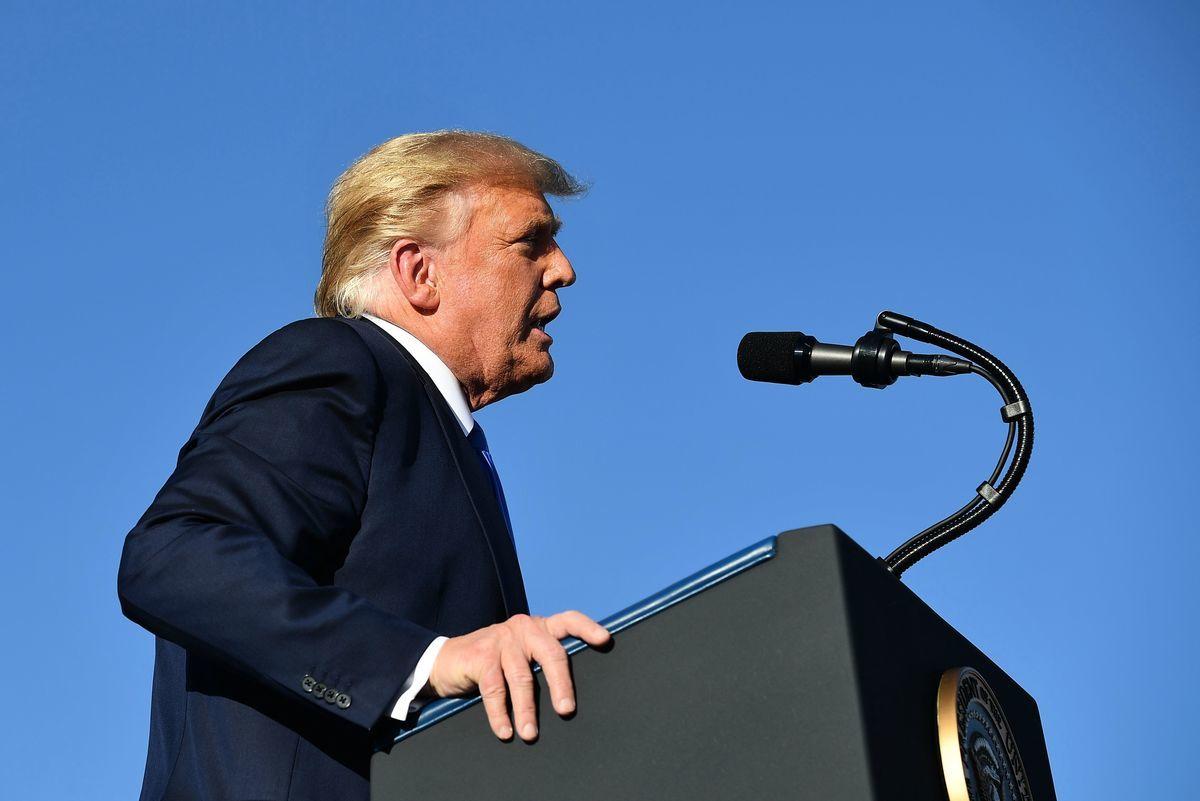 圖為2020年10月18日,特朗普在內華達州的造勢大會上發言。(MANDEL NGAN/AFP via Getty Images)