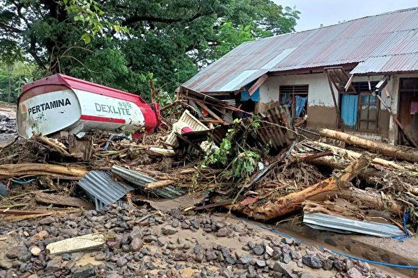 印尼東弗洛勒斯受災情景。(JOY CHRISTIAN/AFP via Getty Images)