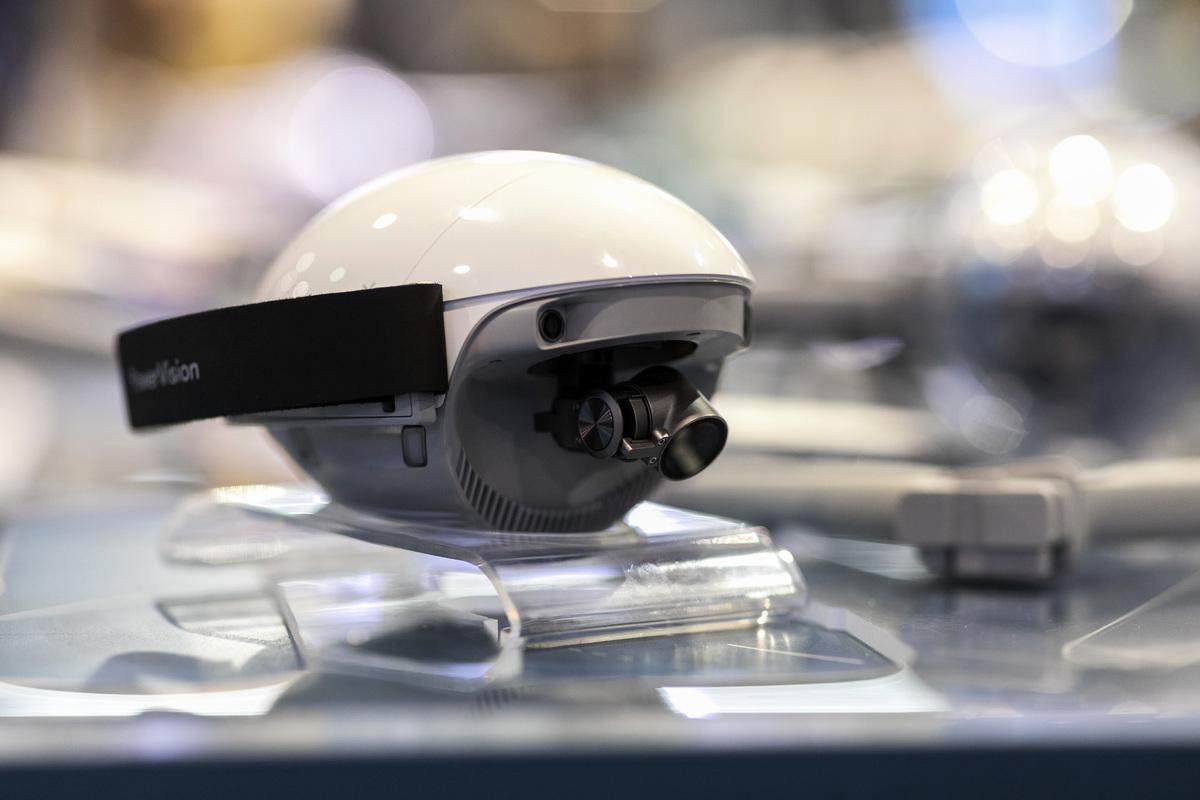 2020年1月9日,PowerEgg X自主型個人AI相機在內華達州拉斯維加斯的2020年消費電子展(CES)上展出。(DAVID MCNEW/AFP via Getty Images)