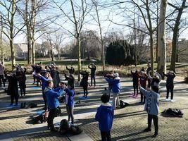 周末旅行 荷蘭大學生選擇學煉法輪功