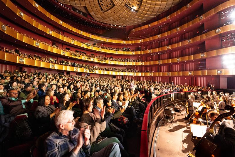 1月10日神韻演出紐約首場爆滿。(戴兵/大紀元)