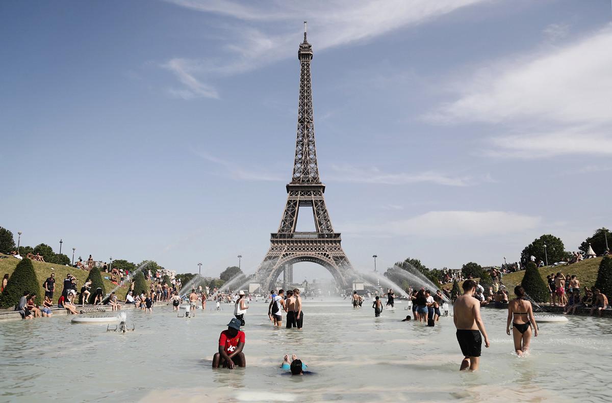 周四(7月25日),西歐部份國家又一次創造新的高溫紀錄。法國拉響最高級別紅色警報。 (Zakaria ABDELKAFI / AFP)