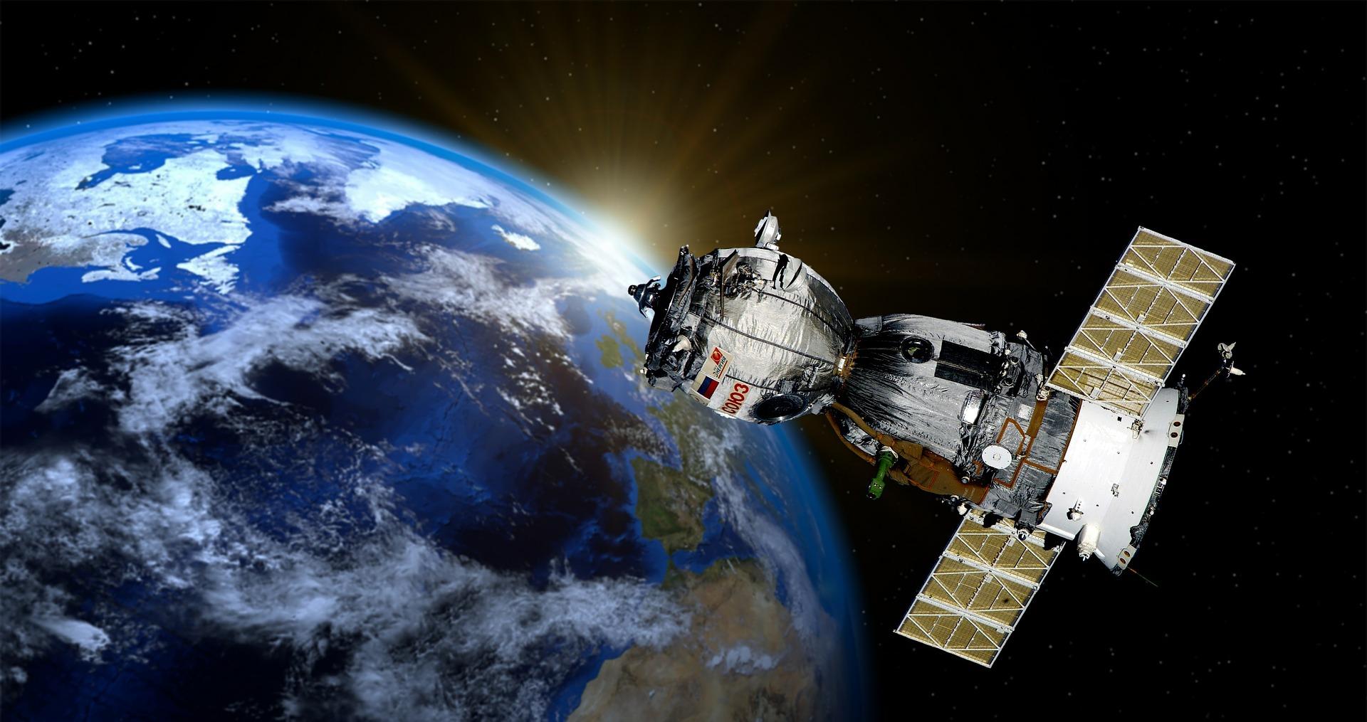 中共繞過美國出口管制,利用波音和美國航天技術公司Maxar Technologies擁有的衛星公司SSL打造的9顆繞地球運行的衛星,來幫助中共政府做事,包括迫害人權的活動。(pixabay)